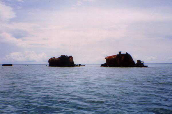 USS Darter wreck in 1998