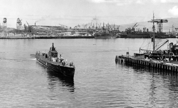 USS Grayling returning to Pearl Harbor